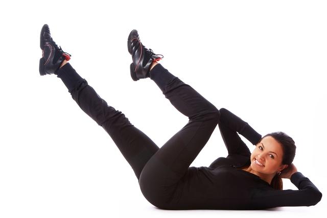 Pilvo preso apatinės dalies pratimas su ištiesta koja